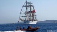 Usai Berlayar ke 9 Negara, KRI Bima Suci Disambut di Banyuwangi