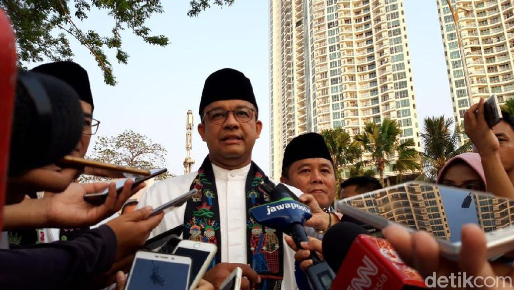 Anies Ajak Pegawai Pemprov Jadi Pahlawan Masalah Jakarta