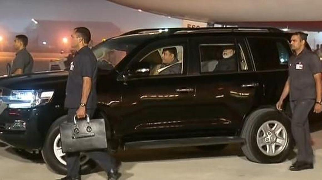 Bukan BMW, Perdana Menteri India Pakai Land Cruiser Antipeluru