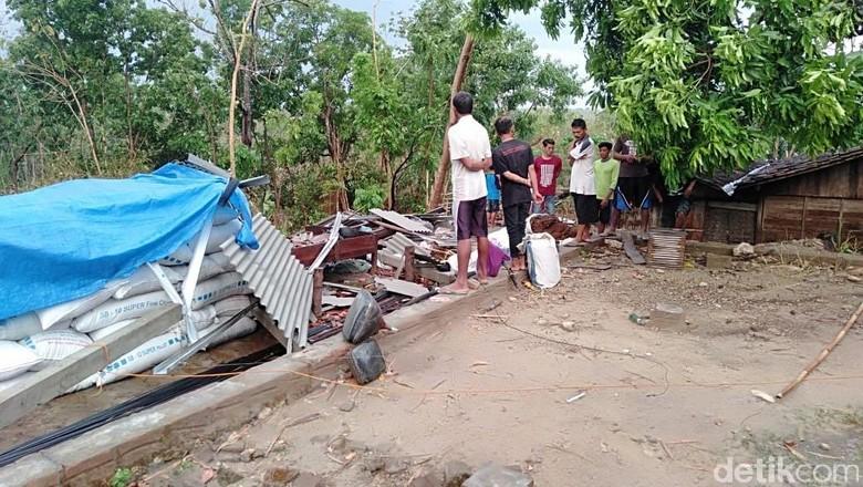 Angin Kencang Landa Ngawi, 4 Rumah Rusak 1 Rata dengan Tanah