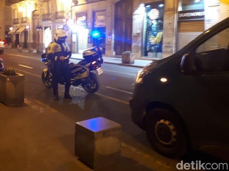 Pengendara di Valencia ditilang. Foto: M Luthfi Andika