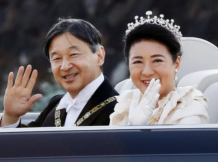 Kaisar Jepang yang baru, Naruhito dan istrinya Permaisuri Masako ikut parade di pusat kota Tokyo pada Minggu, (10/11/2019).