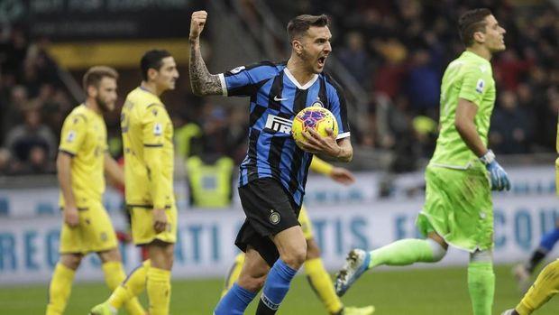 Matias Vecino menyamakan skor 1-1 untuk Inter Milan. (