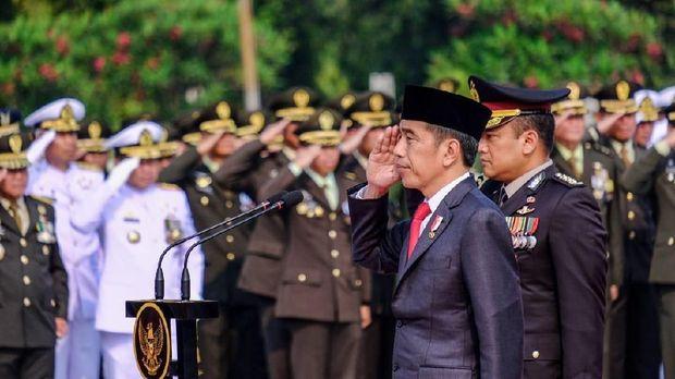 Jokowi di Upacara Hari Pahlawan