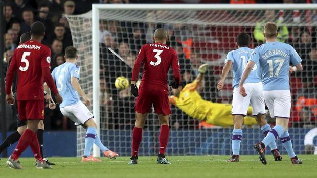 Proses gol Liverpool ke gawang Man City yang dilesakkan Fabinho. (
