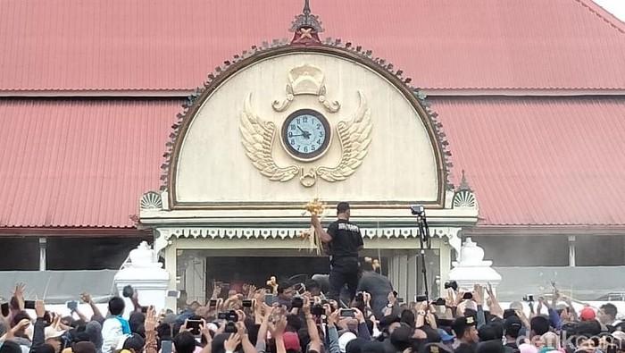 Rayahan gunungan Gerebeg Maulud Keraton Yogyakarta, (10/11/2019).
