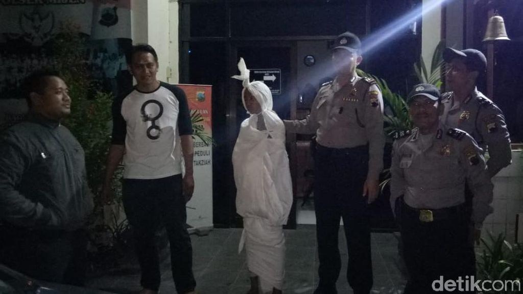 Ngeprank Jadi Pocong, ABG di Semarang Diciduk Polisi
