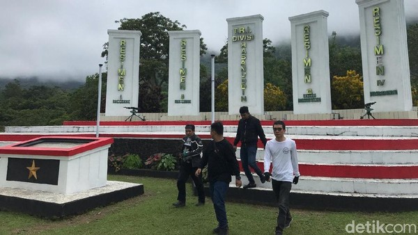 TRI Sulawesi Divisi Hasanuddin merupakan gabungan empat resimen, yakni Resimen Paccekke, Resimen Luwuk, Resimen Bajeng Makassar Selatan, dan Resimen Kolaka. TRI Divisi Hasanuddin ini belakangan menjadi Kodam XIV-Hasanuddin. (Muhammad Nur Abdurrahman/detikcom)