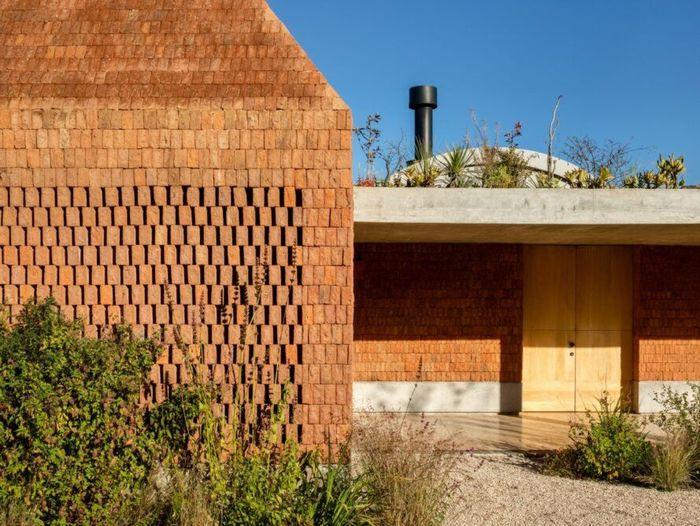 Arsitek yang berbasis di Mexico City, Fernanda Canales adalah yang merancang Terreno House ini.