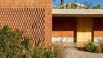 Menakjubkan! Rumah Ini Dibangun Pakai Batu Bata Cacat