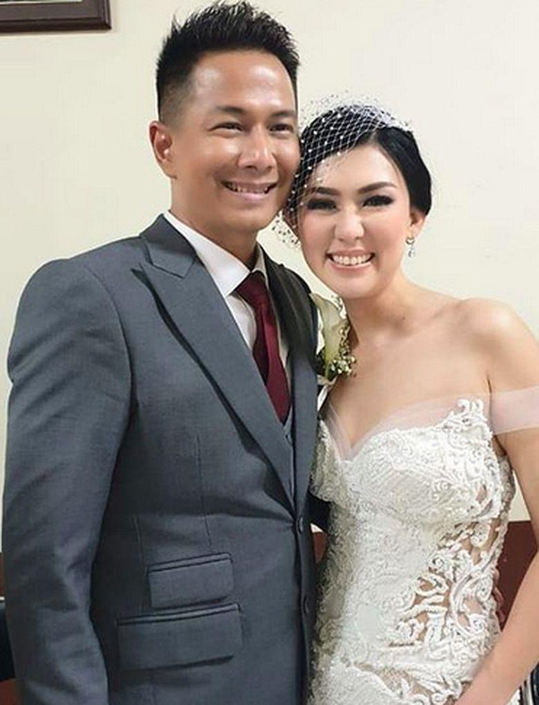 Delon resmi menikah dengan Aida, si janda kaya raya. Ini pernikahan kedua Delon. Foto: Delon Thamrin dan Aida / Instagram