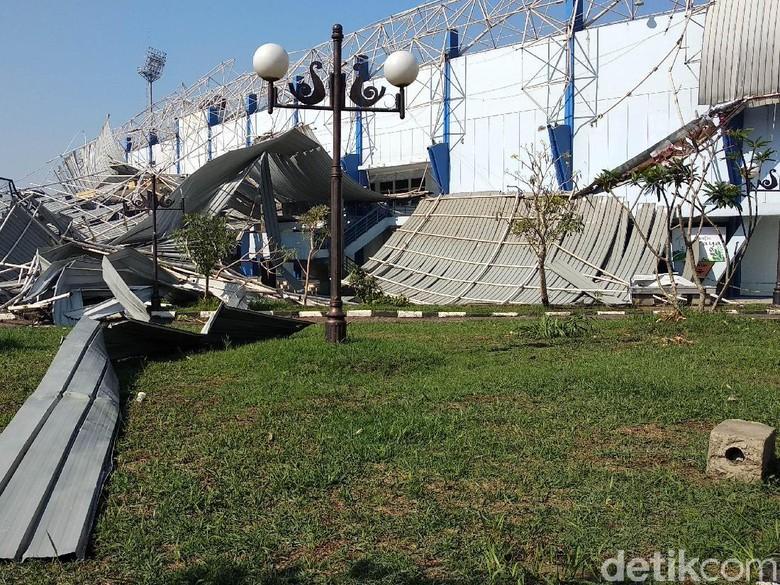Kerugian Atap Ambruk Stadion Arcamanik Masih Dihitung Pemprov Jabar