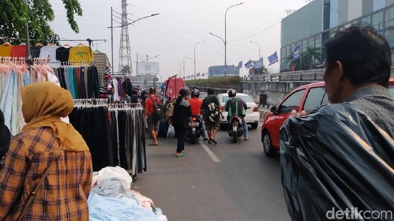 PKL Dagang di Jalanan Pasar Senen, Satpol PP DKI: Itu Sementara, Emergency