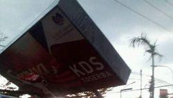 Angin Kencang di Bojonegoro Rusak Fasilitas Umum dan Pusat Perbelanjaan