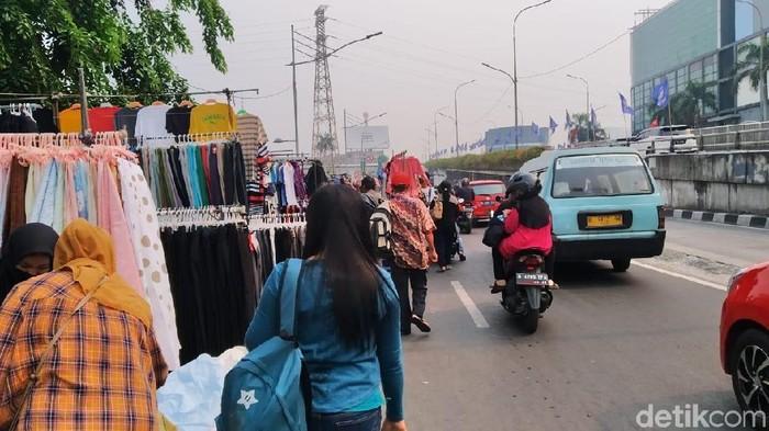 PKL di Pasar Senen bikin macet. (Wilda/detikcom)