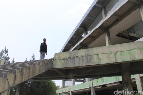 Memang sudah lama tak ada kunjungan sejak ditutup Mei 2018 lalu, saat ini dalam tahap lelang, ujar Komar (44), mantan karyawan wisata Kampung Gajah saat ditemui detikcom, baru-baru ini (Yudha Maulana/detikcom)