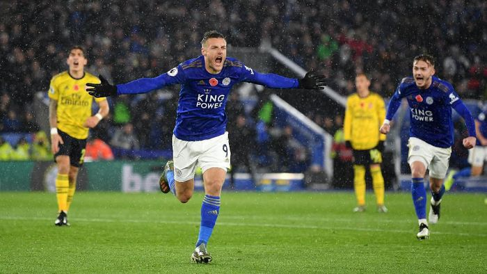 LEICESTER, ENGLAND - NOVEMBER 09: Jamie Vardy of Leicester City celebrates after scoring his teams first goal during the Premier League match between Leicester City and Arsenal FC at The King Power Stadium on November 09, 2019 in Leicester, United Kingdom. (Photo by Michael Regan/Getty Images)