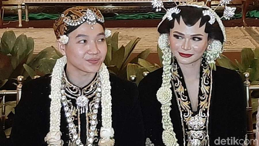 KD & Yuni Shara Melepas Si Bungsu