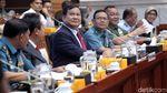 Senyum Prabowo dan Meutya Hafid di Raker Komisi I-Kemenhan