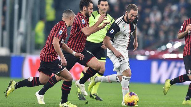 Gonzalo Higuain menyumbang satu assist pada laga Juventus vs AC Milan. (