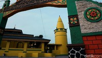 Masjid ini pun disebut sebagai salah satu masjid tertua yang berada di Kabupaten Karimun, Kepulauan Riau.