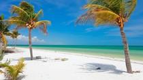 Potret Pulau Cantik yang Tolak Mobil dan Resor Mewah