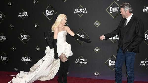 Saat Gwen Stefani dan Blake Shelton Pamer Kemesraan
