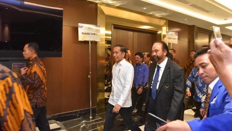 Momen Pelukan Erat Jokowi-Surya Paloh
