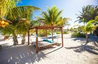 Para penduduk juga menolak pembangunan mega resor internasioanl di pulau ini. Alasannya sederhana, karena wisatawan yang datang kebanyakan ingin melarikan diri dari penatnya rutinitas. (iStock)
