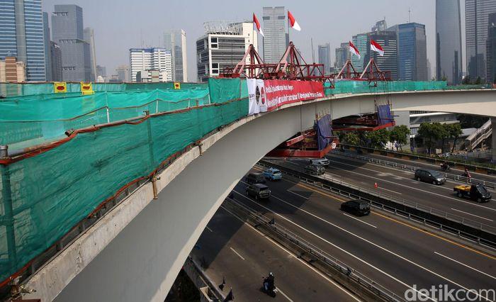 PT Adhi Karya (Persero) Tbk melakukan pengecoran akhir jembatan terpanjang LRT (Light Rail Transit) Jabodebek, yang berlokasi di kawasan Kuningan, Jakarta Selatan.