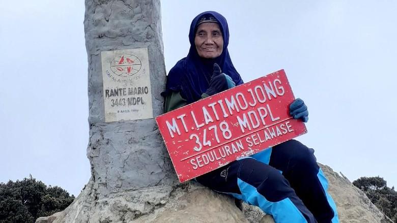 Nenek Yuni, usia sudah 66 tahun tapi suka naik gunung (Istimewa)