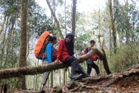 Terus semangat dan sehat-sehat Nenek Yuni, semoga bisa menjadi contoh pendaki yang lain (Istimewa)