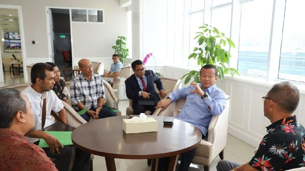 Nelayan Aceh hingga Pengusaha Ikan Hias Sambangi Edhy Prabowo