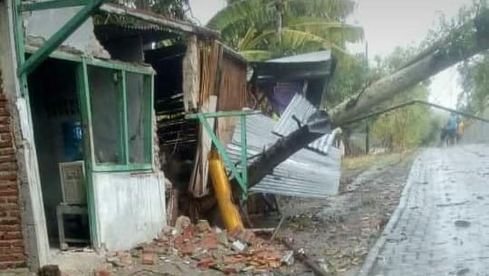 Hujan es dan angin kencang melanda sejumlah desa di Grobogan, Senin (11/11/2019) sore. Foto: Istimewa