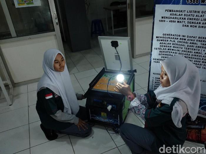 Generator bertenaga surya ciptaan siswa SMK PGRI Karawang. (Foto: Luthfiana Awaluddin/detikcom)