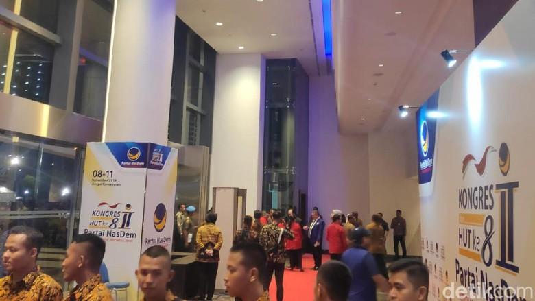 Hadiri HUT ke-8 NasDem, Megawati Disambut Surya Paloh