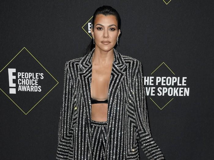 SANTA MONICA, CALIFORNIA - NOVEMBER 10: Kourtney Kardashian attends the 2019 E! Peoples Choice Awards at Barker Hangar on November 10, 2019 in Santa Monica, California. (Photo by Frazer Harrison/Getty Images)