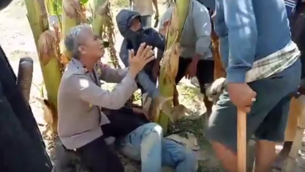 Kapolsek Bersimpuh Lindungi Korban Amuk Massa dan Psikologi Aksi Heroisme