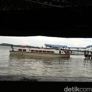 Melihat Aktivitas di Gerbang Utama Menuju Pulau Buru Kepri