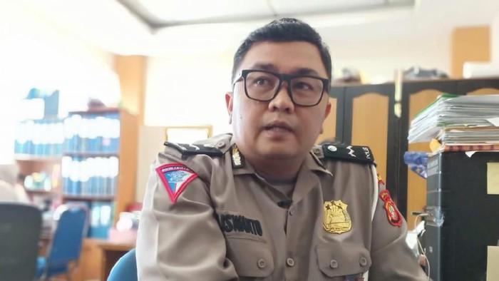 Sosok di Balik Tukang Pulas Foto Jadul yang Viral Ternyata Polisi