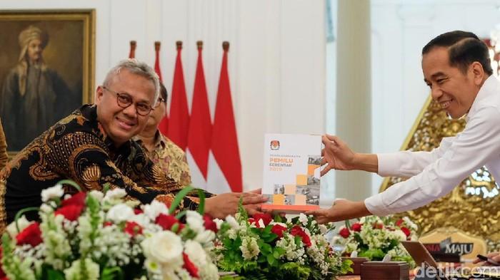 KPU melaporkan evaluasi Pemilu 2019 kepada Presiden Joko Widodo. (Andhika Prasetia/detikcom)