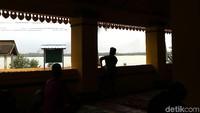 Masjid Raja Haji Abdul Ghani juga dikenal dengan nama Masjid Buru karena lokasi masjid ini berada di Pulau Buru, Kabupaten Karimun, Kepulauan Riau.