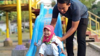 Cinta pertama anak perempuan adalah ayahnya
