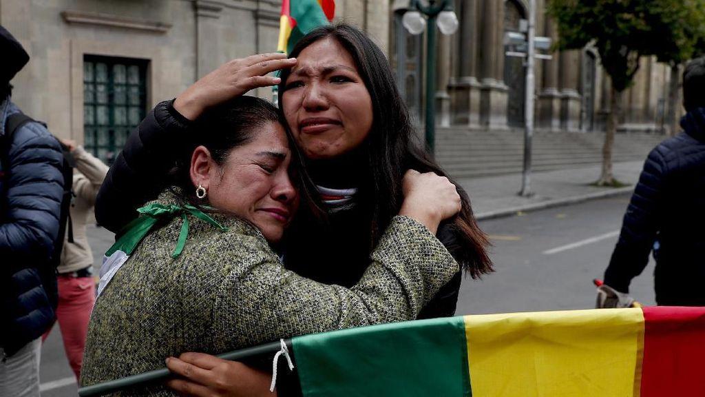 Luapan Emosi Warga Bolivia Sambut Pengunduran Diri Presiden Morales