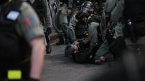 Polisi Hong Kong Tembak Demonstran dalam Bentrokan Senin Pagi