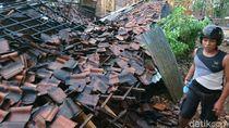 Angin Kencang Kembali Landa Bojonegoro, Robohkan Rumah dan Tumbangkan Pohon