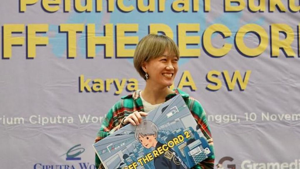 Ria SW Beri Bocoran tentang Buku Kedua Off The Record
