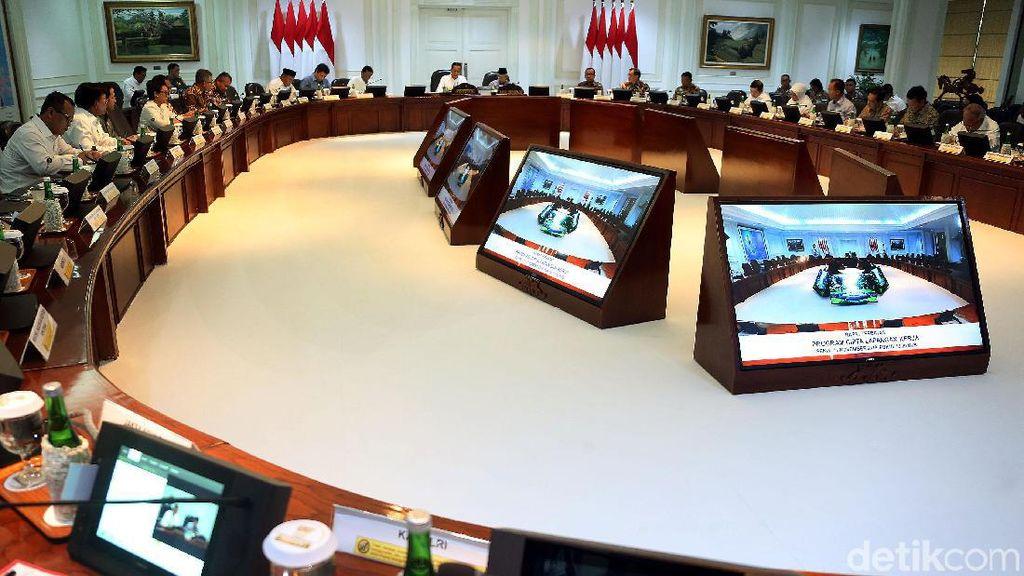 Jokowi Pimpin Ratas Bahas Program Cipta Lapangan Kerja