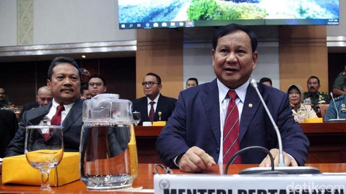 Menhan Prabowo Subianto rapat kerja dengan Komisi I DPR. (Lamhot Aritonang/detikcom)