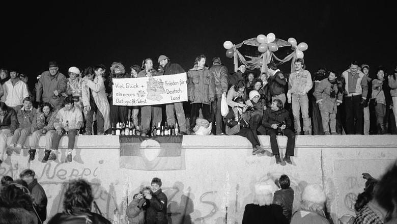 Tembok Berlin. (Foto: Steve Eason/Hulton Archive/Getty Images)